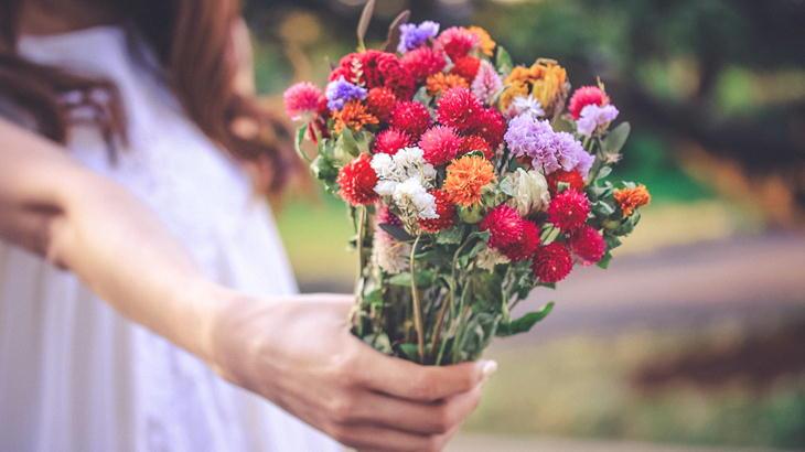 【年齢別】女性に喜ばれるお花の選び方講座