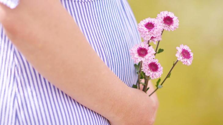 妊娠中の女性に贈るなら香りの少ないアレンジメントや花束
