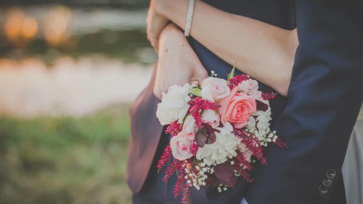 20代後半の彼女へのお花をプレゼントしたい!渡しても恥ずかしくない花束特集