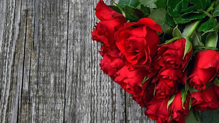 赤の花束は40代女性に喜んでもらえるプレゼント!贈り物に人気の花束特集