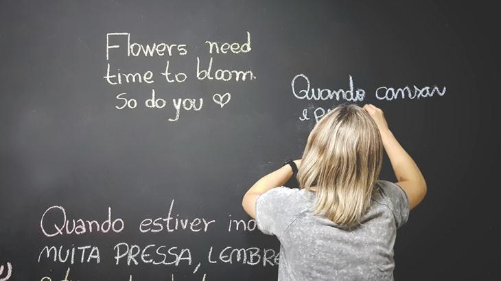 小学校の先生の異動がきまった!保護者からの贈りたいオススメの花束